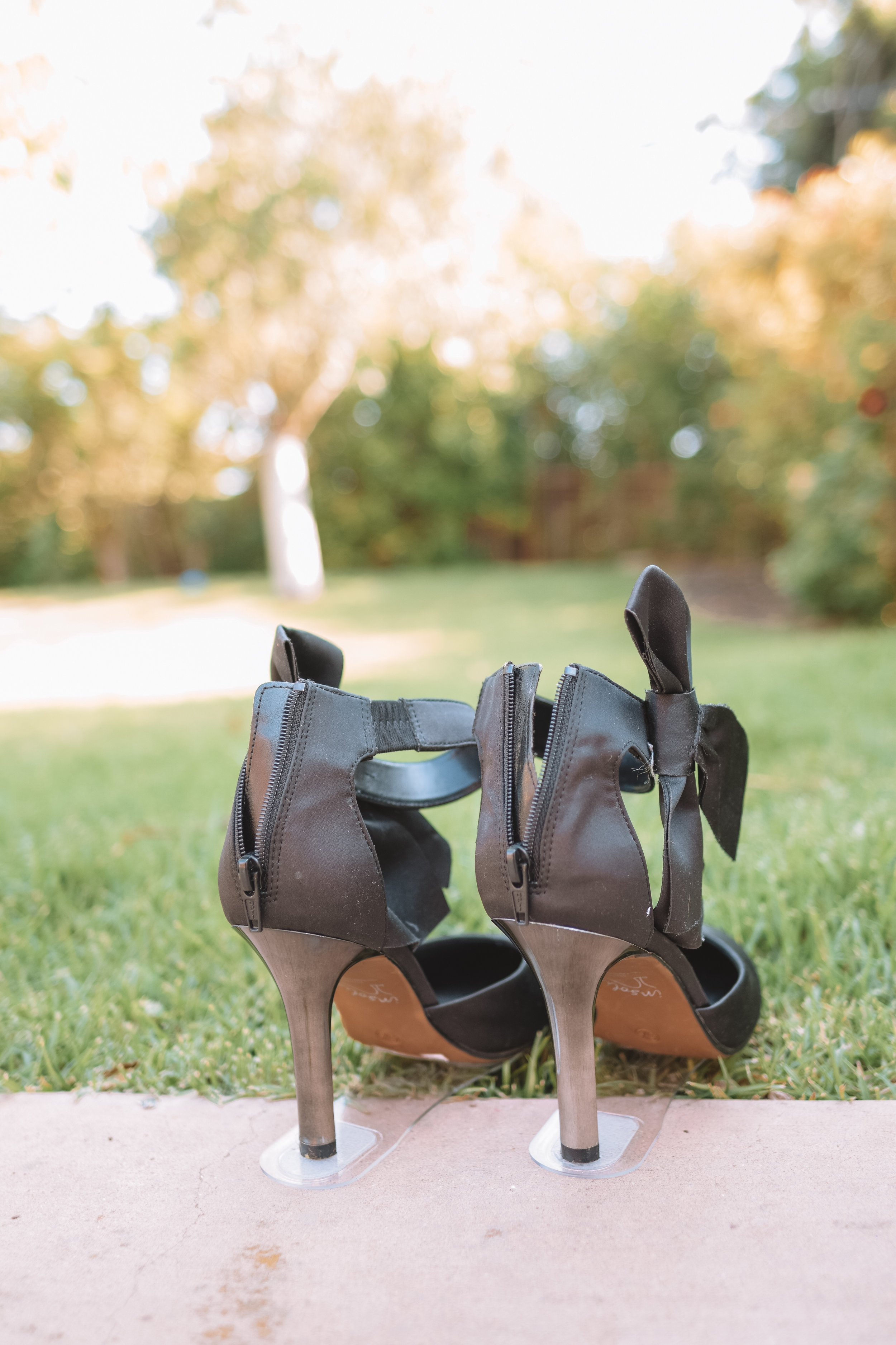 Grasswalkers - Prevent heels from sticking into the grass - The Overwhelmed Bride Wedding Blog