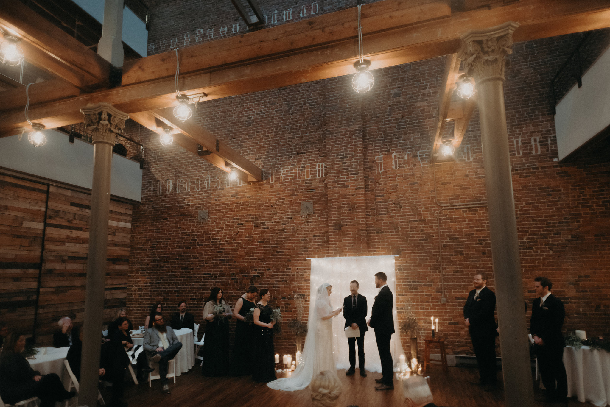 An Art Deco Indianapolis Winter Wedding - The Overwhelmed Bride Wedding Ideas Inspiration Blog