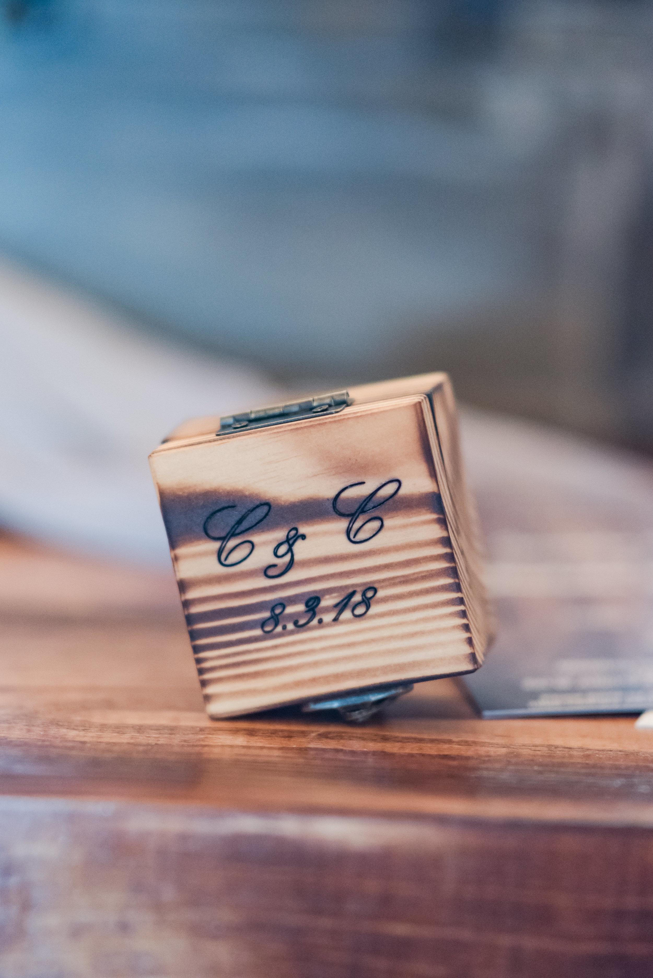 A Sugar Pine Barn Wedding - The Overwhelmed Bride Wedding Ideas Blog