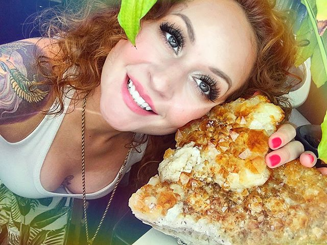 Them: Do you have weekend plans?  Me: oh, just hanging out with some friends 😏😜💎✨ ————————————————- Come soak up the vibes of this gorgeous slab of Citrine with me during your next facial or reiki session @thegreenroombeautybar 🌈🤗 ———————————————— #crystals #moonchild #curlyhair #esthetician #reiki #love #skincare