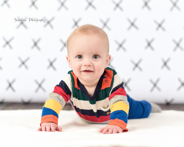 6 month boy pushing up_Brandau Photography.jpg