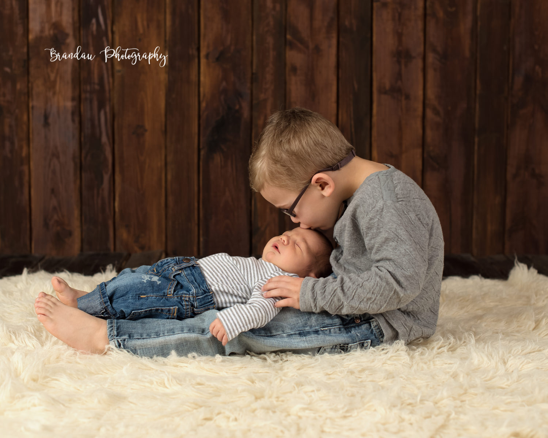 Boy kissing brother_Brandau Photography.jpg