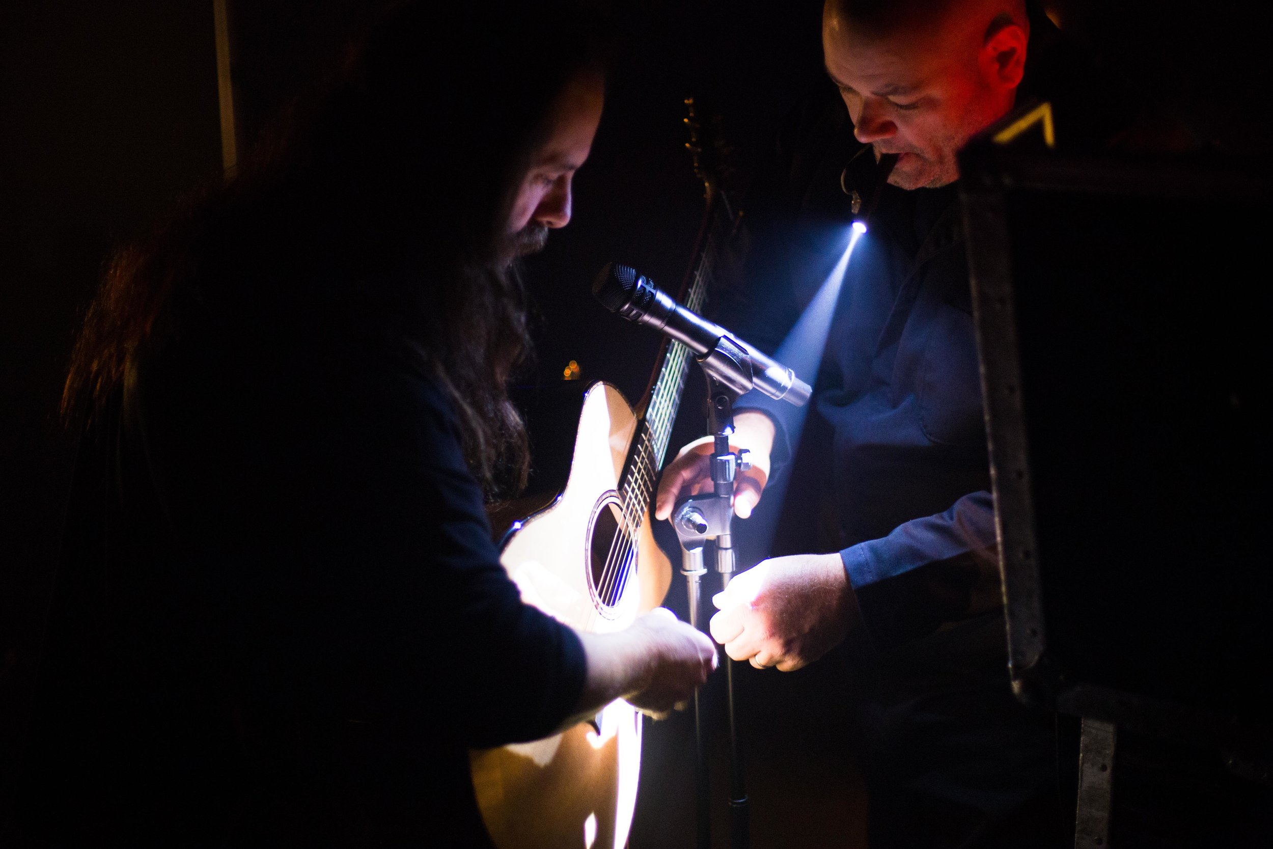 IMG_0384 Petrucci adjusts guitar backstage.jpg