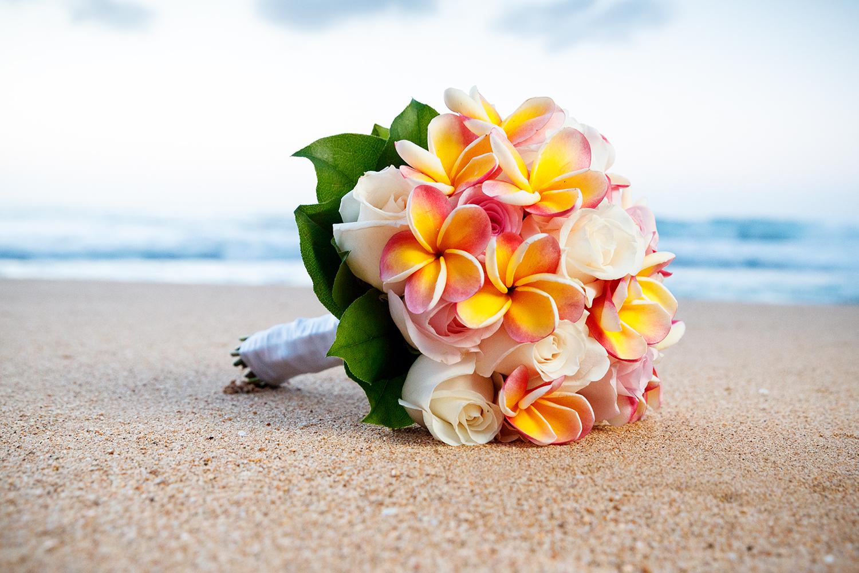#12 Plumeria White Rose Bouquet