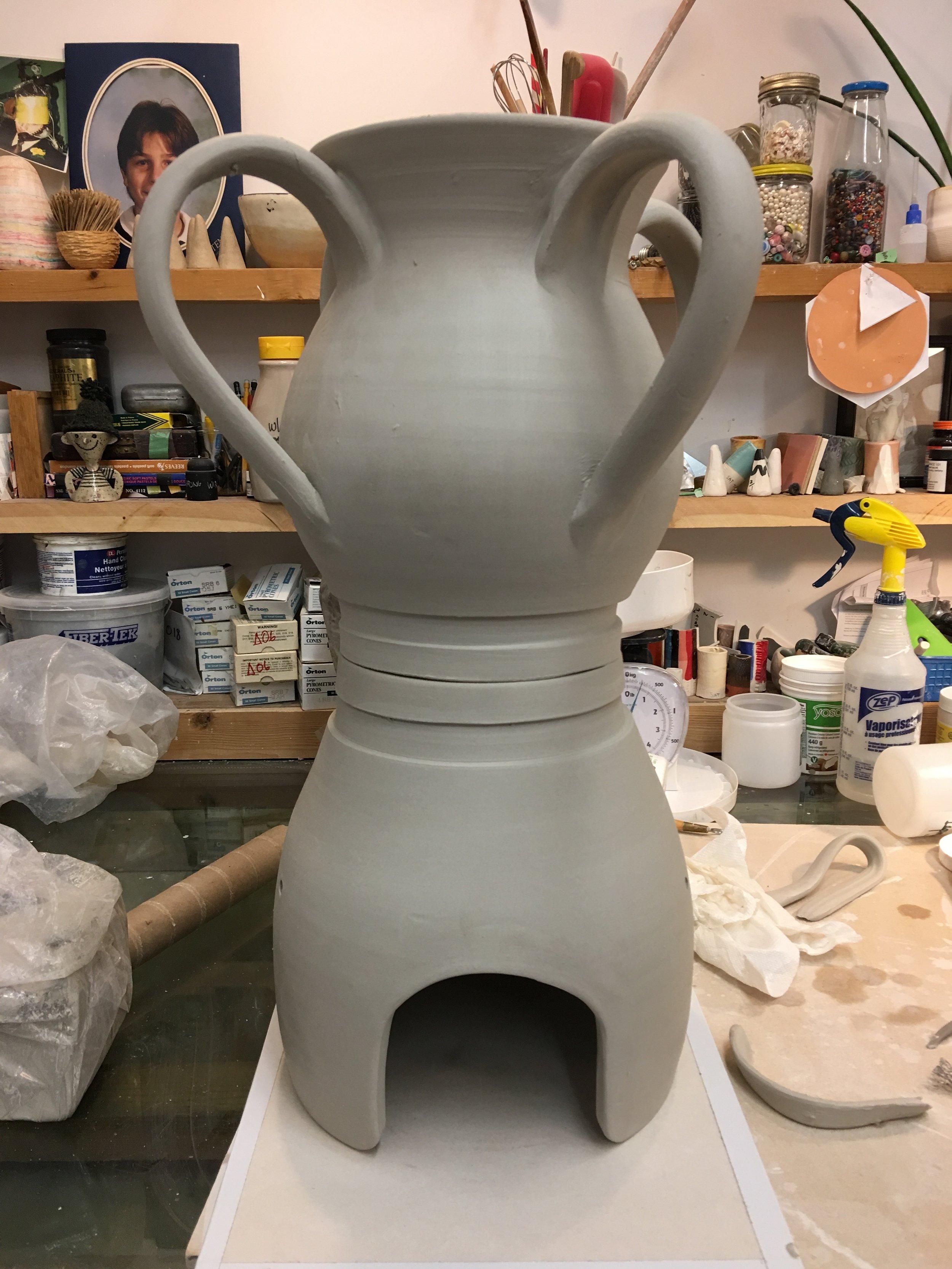 vase/helmet