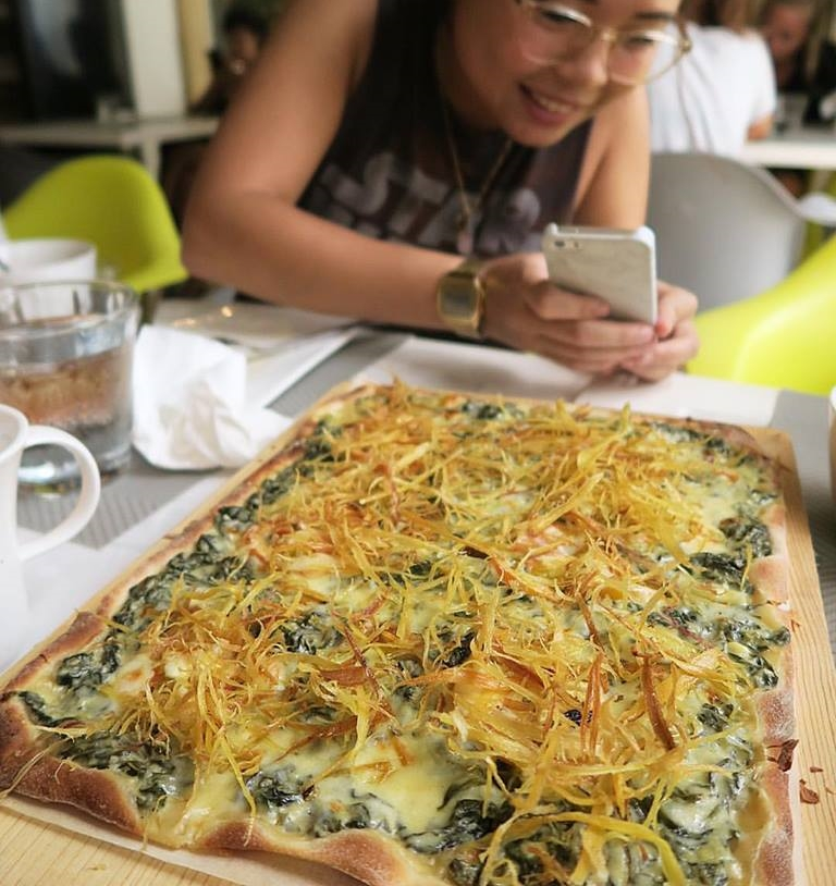 """It's called the """"I Can't Believe It's Better Than Bacon"""" pizza. My personal fave over lunch! Awesome,  #SunnySideCafe  !ðŸ�• Yeah baby"""