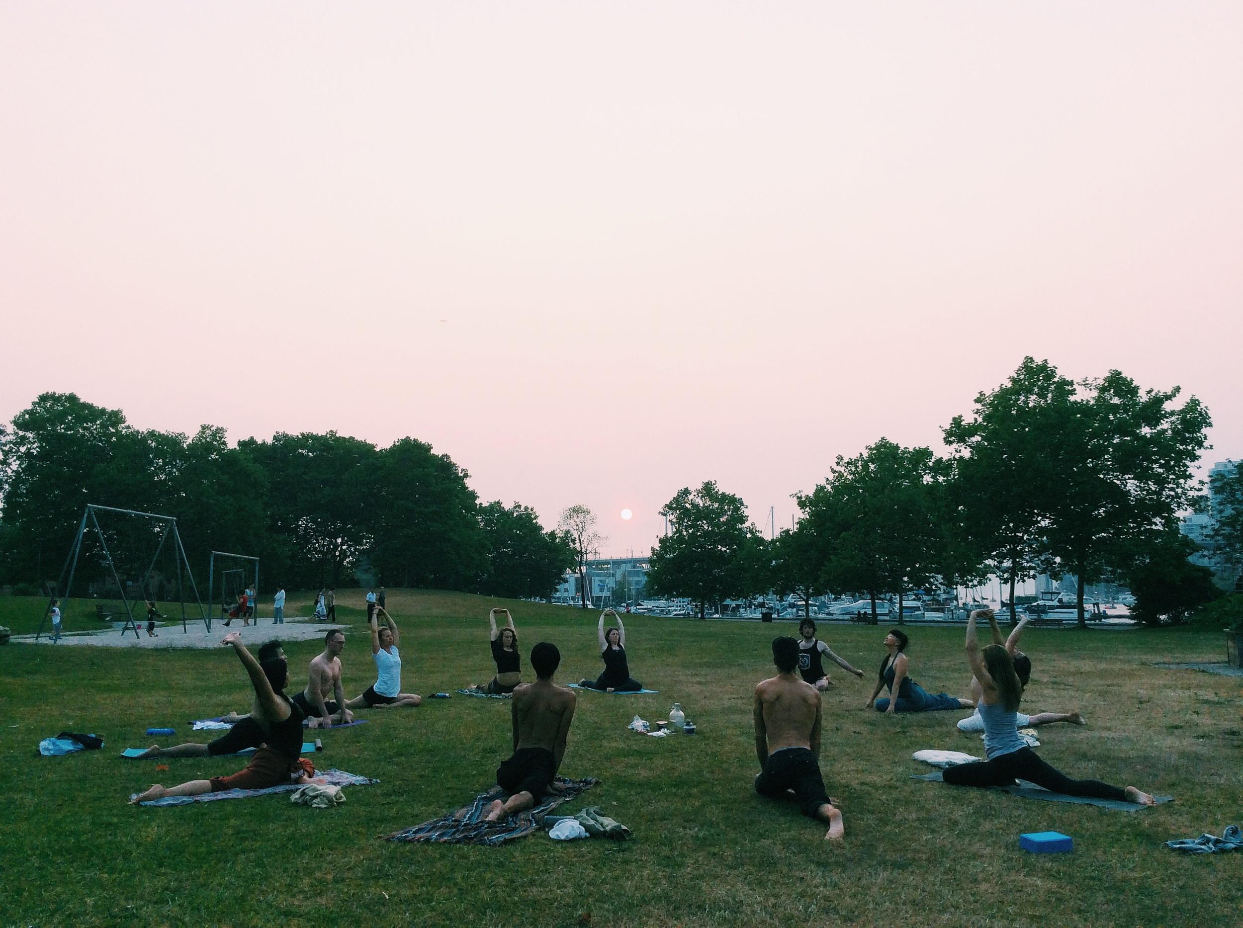 毎週月水金�開催���る��クラス�    http://www.zuddhalotus.com/new-events/2015/7/8/vancouver-outdoor-yoga-class-july-to-september-
