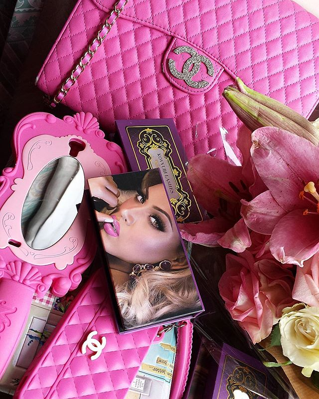 Pink is my signature colour, it's not just a colour it's an attitude! @kovvurilashes 👌🌸🎀🌹💖 #pink #fuchsiapink #kovvurilashes #signature #colour #girlish #feminine #love #cases #phonecase #ipadcase #chanel #flowers #lifestyle #eyelashes #beauty #falselashes #volumelashes #glamorous #mirror