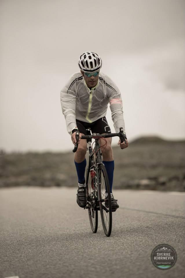 cycling on the plateau,photo by Sverre Hjørnevik