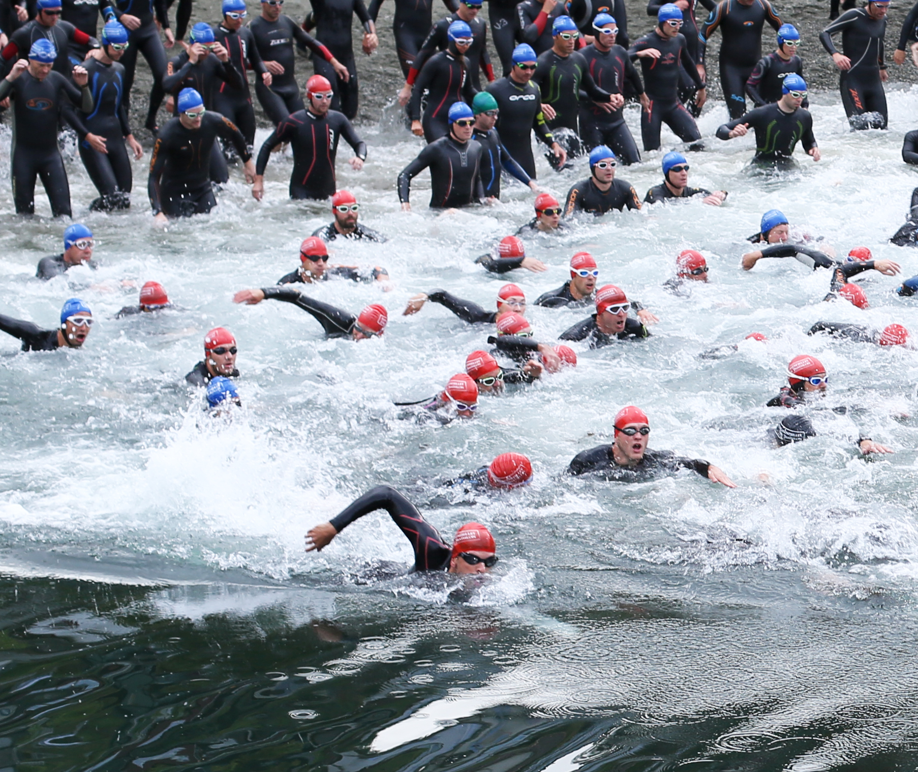 I am the guy in front, head up, focused on swimming ASAP out of the bay. You can see clearly everyone else is struggling in the 'washing machine'. My tactics staying far right really helped me quickly catch up with swim leaders