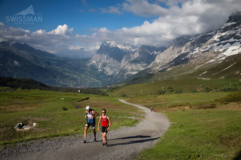 The highlight of the SWISSMAN is the final climb from Grindelwald to Kleine Scheidegg. On this  section (about 8 km and 1000 m of altitude, 2-3h average) it is mandatory for safety reasons that  the supporters accompany the athletes on foot.