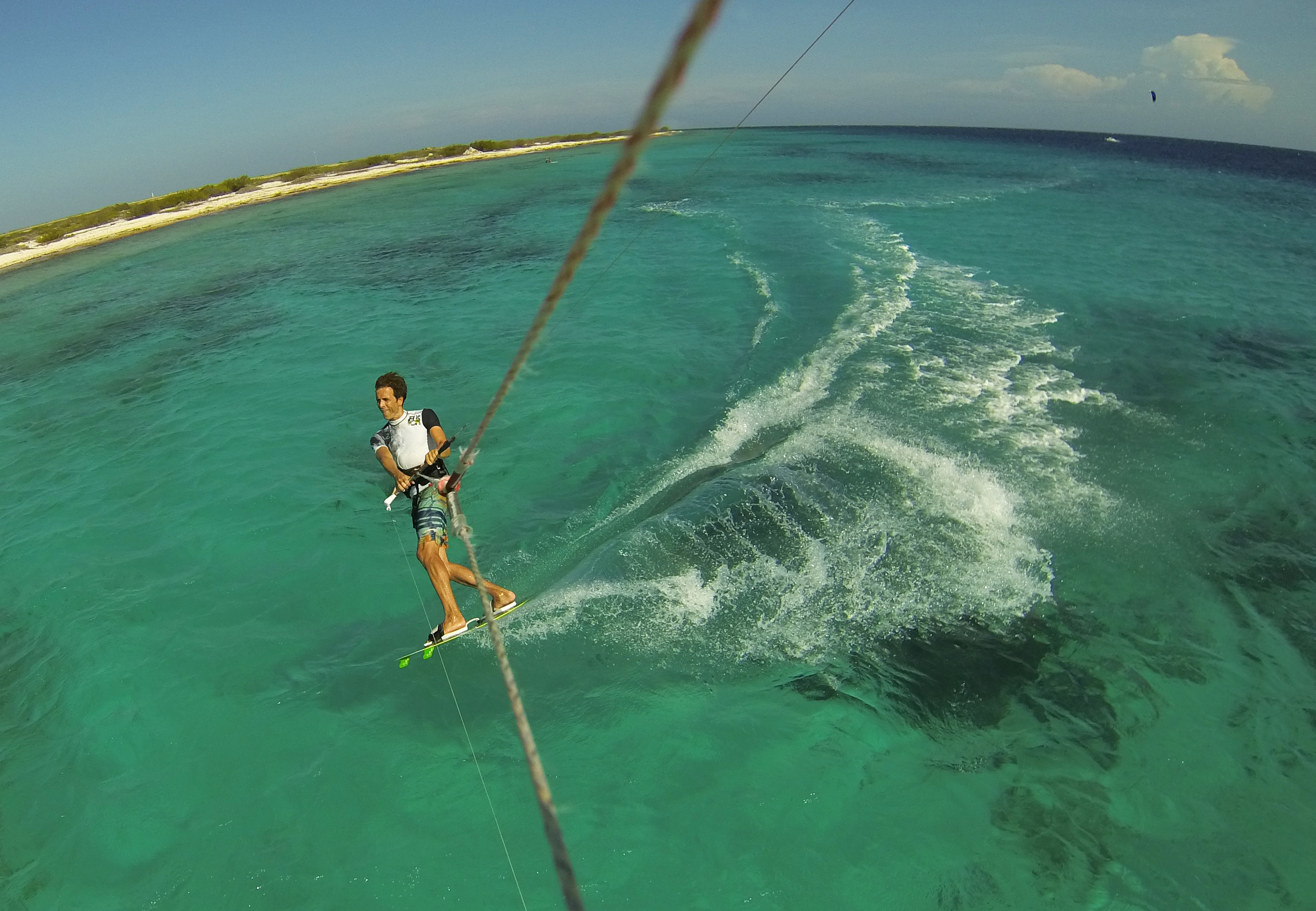 Riding toeside in a breath taking scenery. Every kite session I passed sea turtles getting to the surface and quickly diving under when they saw me coming. Amazing!