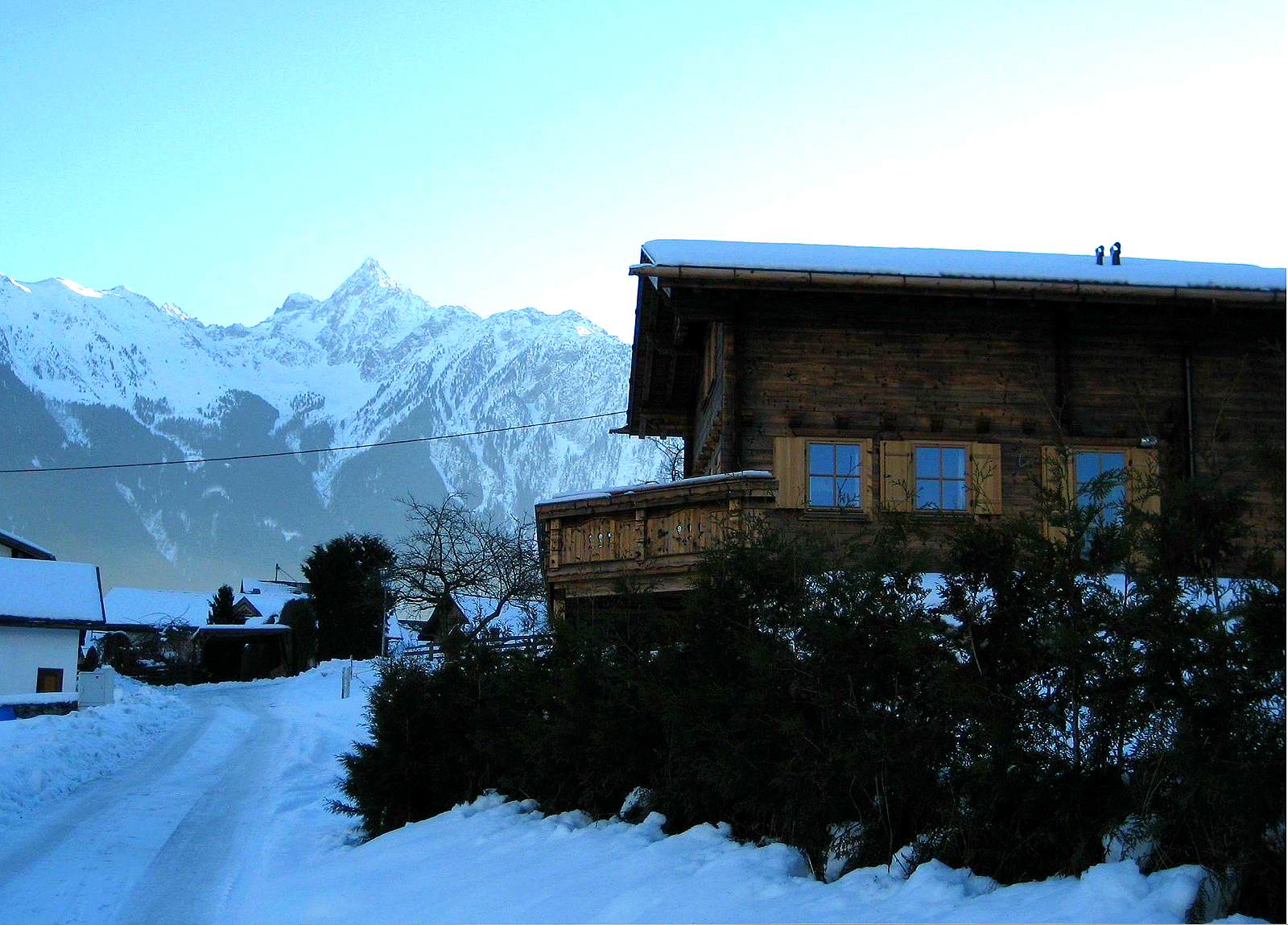 Haus Außen_Blick von Unterbergweg  auf Acherkogel_Winter.jpg