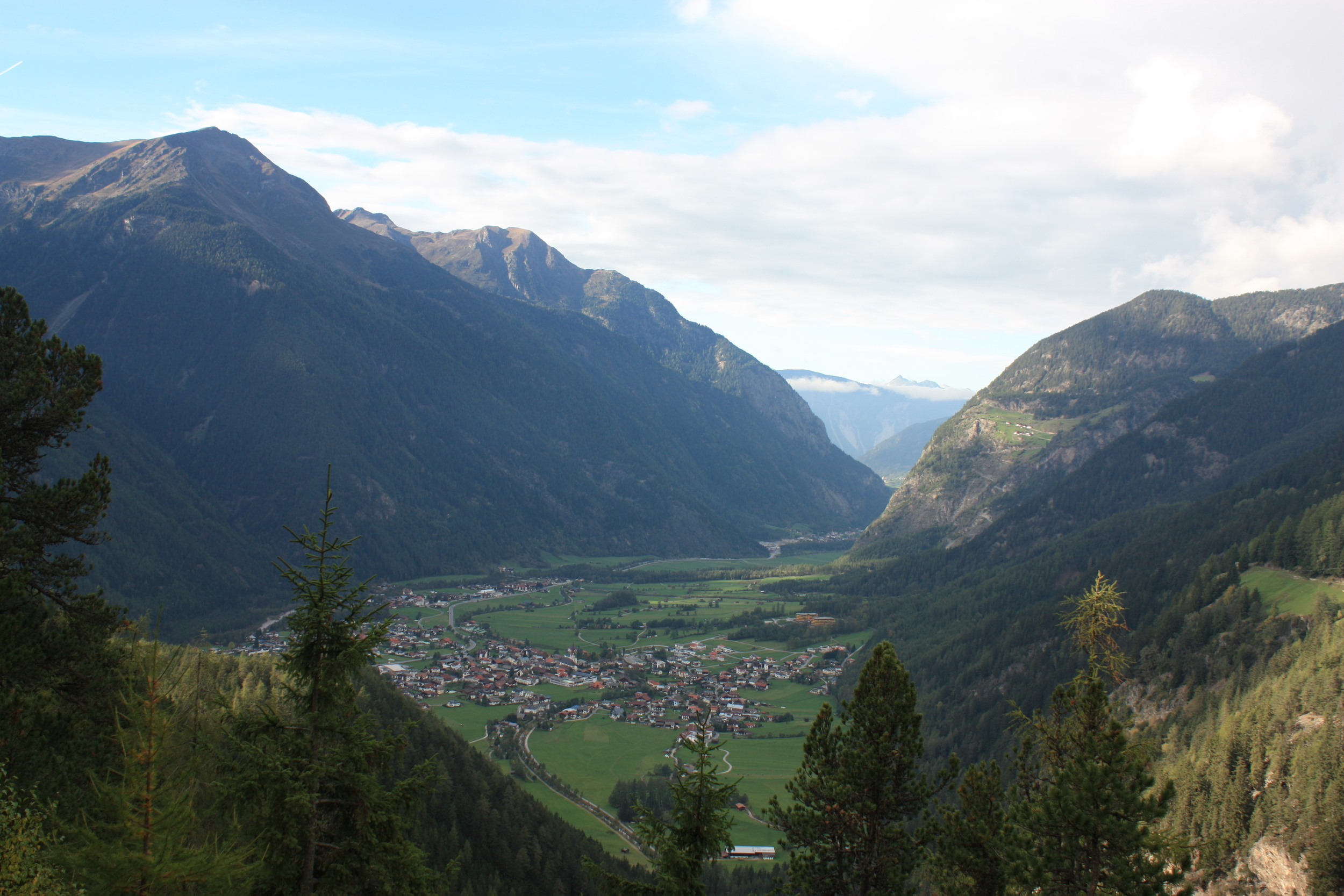 Oetzt_Sautens_Panorama_Blick auf vorderes Ötztal.JPG