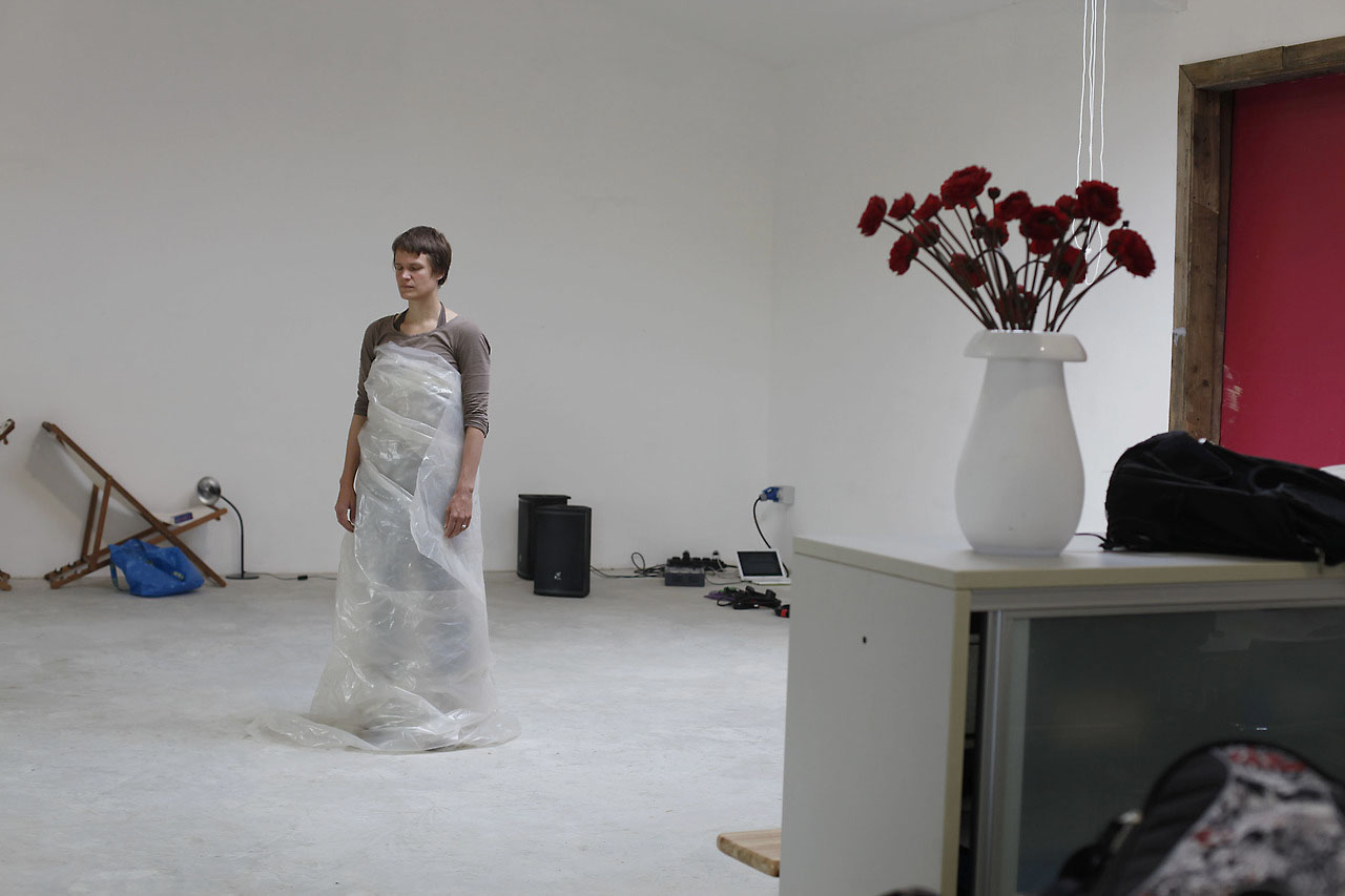 "Emmalena Fredriksson's devised choreography ""The Living"""