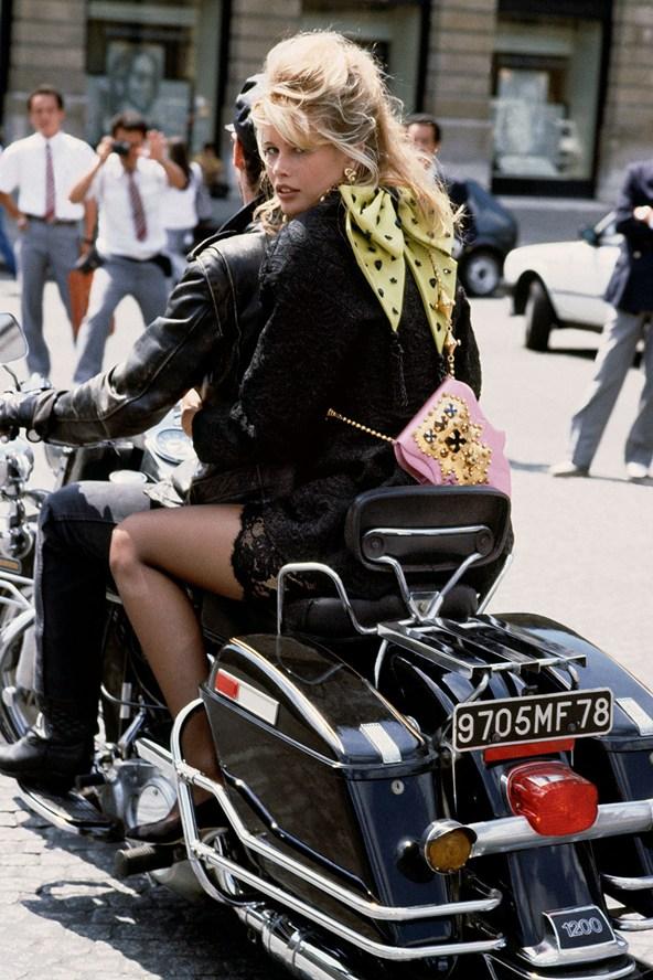 1989 Claudia Schiffer in Paris