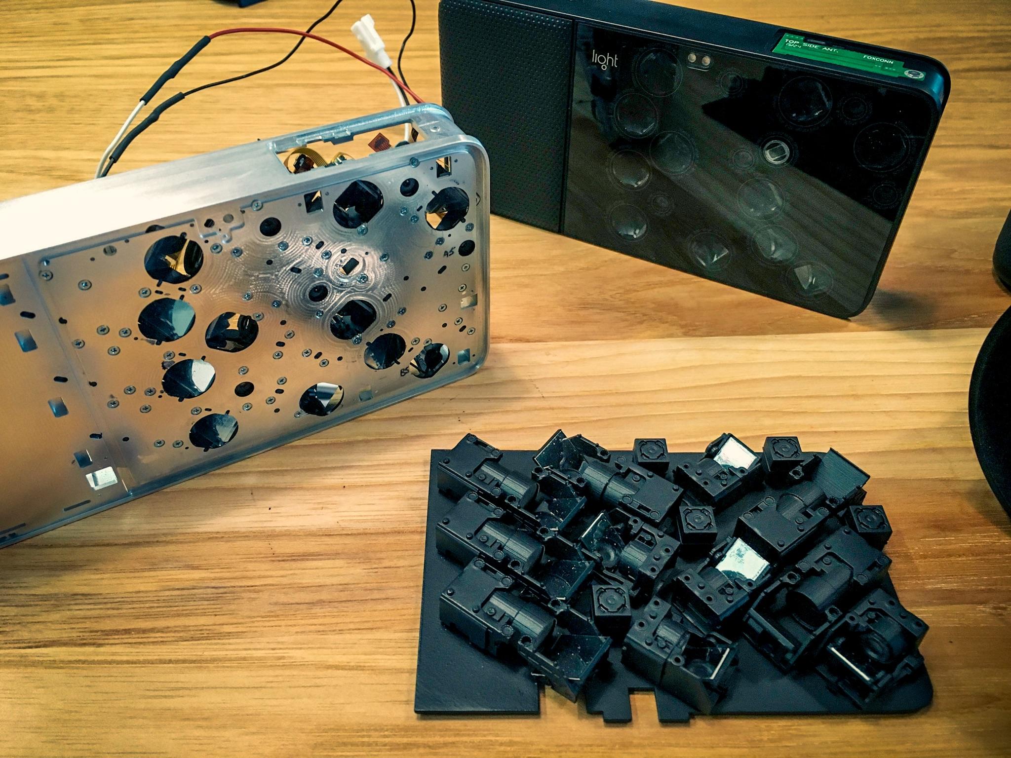The Light L16 prototype spills its guts.