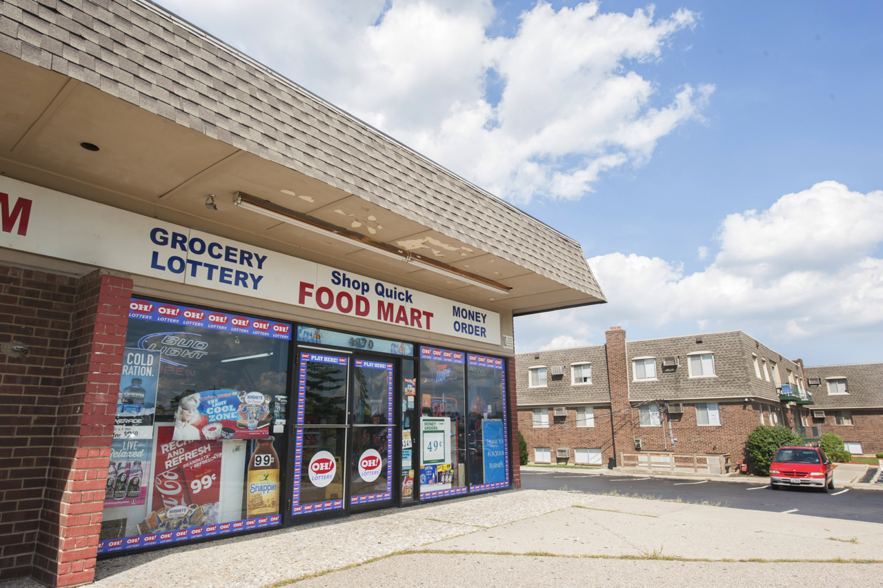 Delshire Apartments: Convenience Food Store