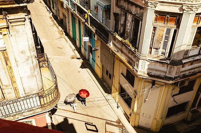 Been super busy on the road and in the air, but want to get back to these now that I'm home.. Midday scorching sun in old Havana.  Everyone found shade. . . . . . . . . . . . . .  #instapassport #aroundtheworldpix #ig_masterpiece #campinassp #flashesofdelight #travelog #mytinyatlas #visualmobs #theglobewanderer #forahappymoment #mkexplore #shotzdelight #rsa_streetview #vscoportrait #urbanandstreet #gearednomad #uncalculated #symmetricalmonsters #quietthechaos #cubalibre #travelcuba #ilovecuba #unlimitedcuba #lovecuba  #vscox #saturated #streetphotography #havanacuba #travelphotographer #agameoftones