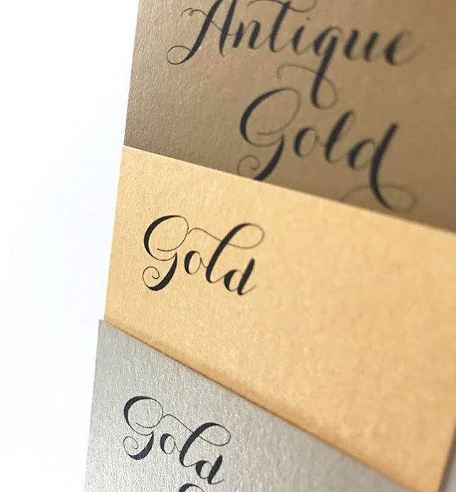 Where are my golden girls at 🙋🏻‍♀️✨ Theses shimmering swatches are only a small selection of the many options for envelopes, liners, pockets, and accent papers we offer for our wedding invitations!