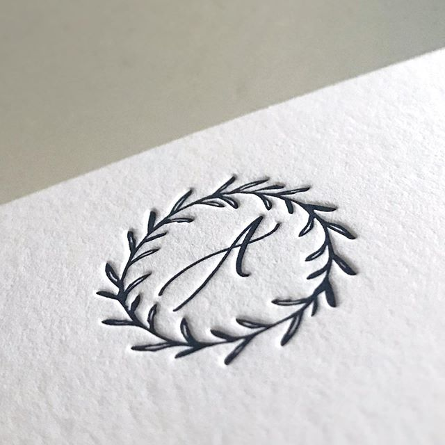 That texture 👌🏻 That impression 😍Details that are only brought to life in letterpress printing. Can't wait to show you more of this beautifully, classic wedding suite!
