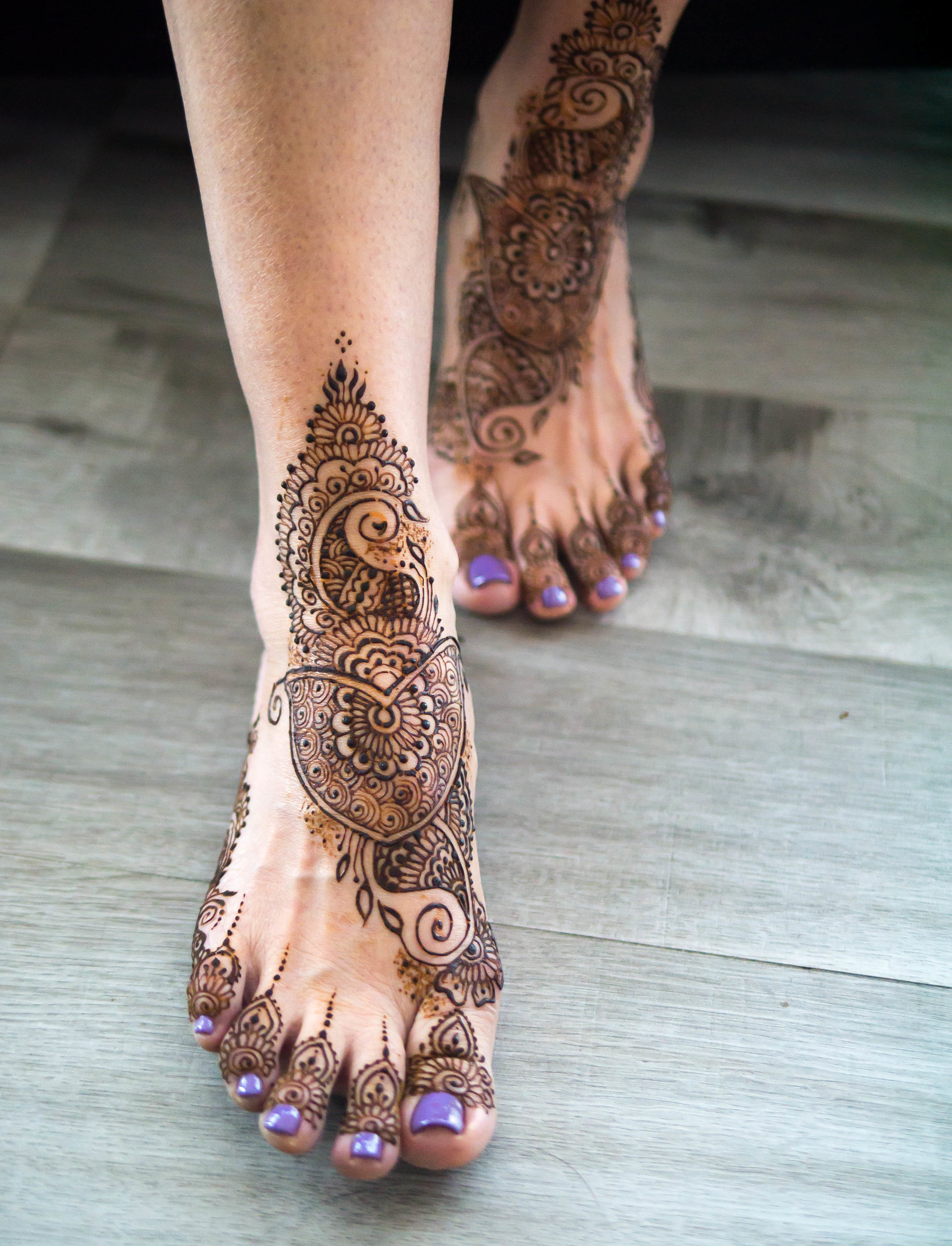 Indian Henna Class - In this half hour class you'll learn the basics of drawing Indian henna designs, full of beautiful flowers, paisleys, vines and leaves. While the Henna Drawing class is not a prerequisite, it will help if you know the basics of how to use a henna cone to draw.Book this class now