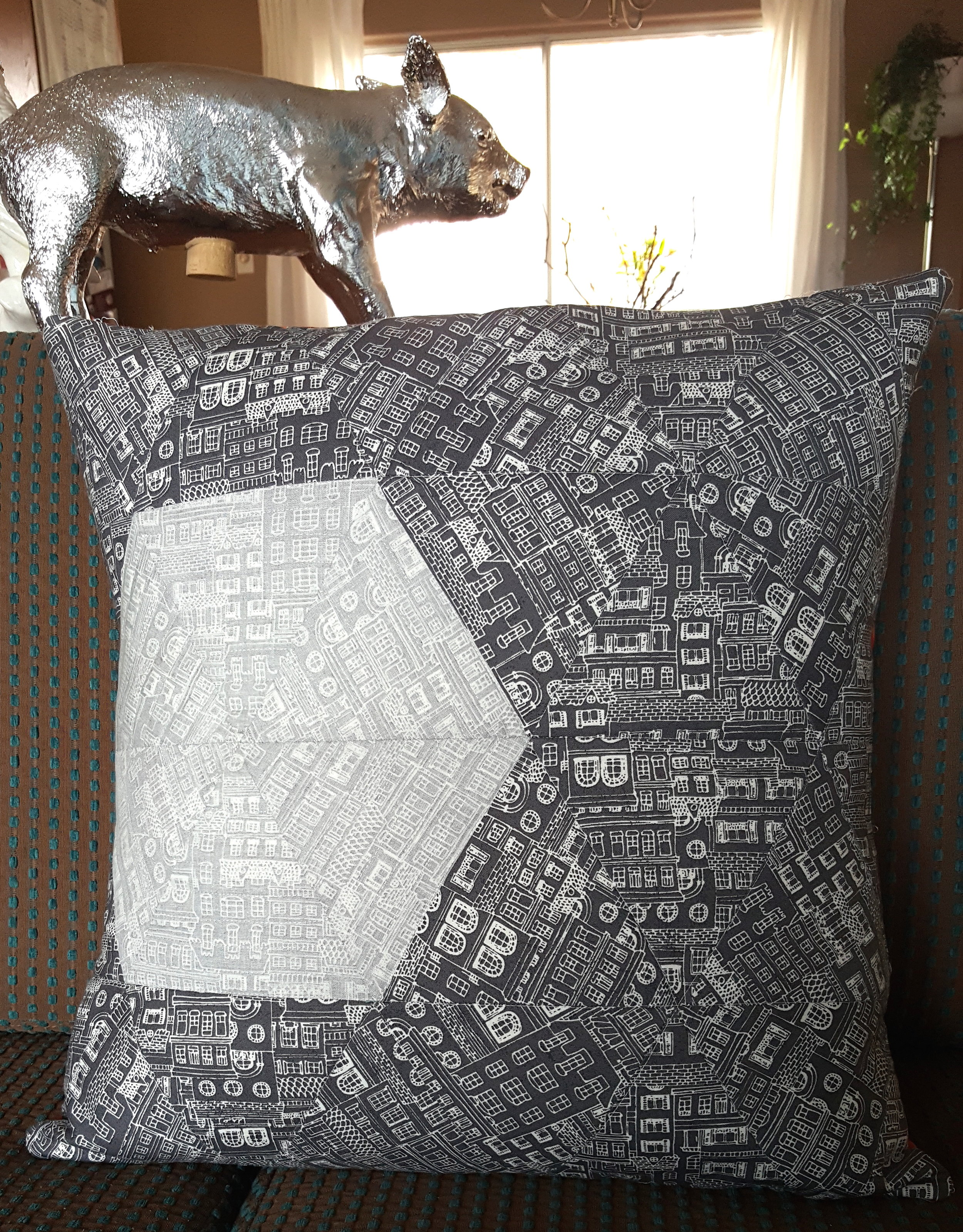 Inception Pillow - Mighty Lucky Quilting Club Challenge 2