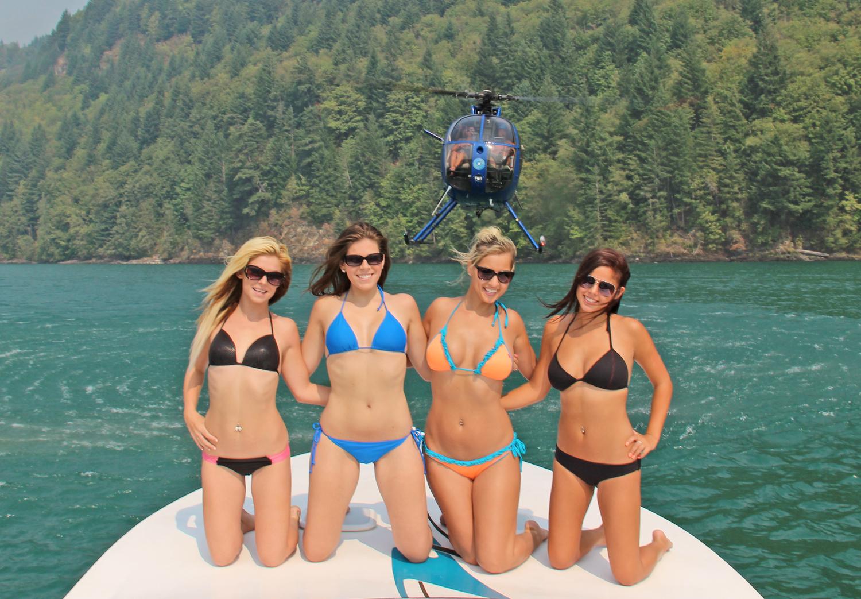 bikiniboatbabes.jpg