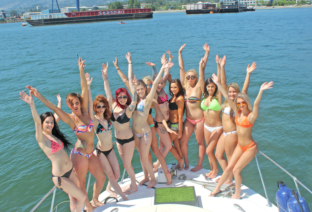 girlsonayacht.jpg