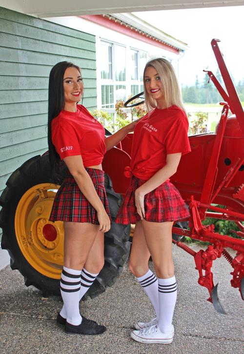 hellsgate_golfgirls.jpg
