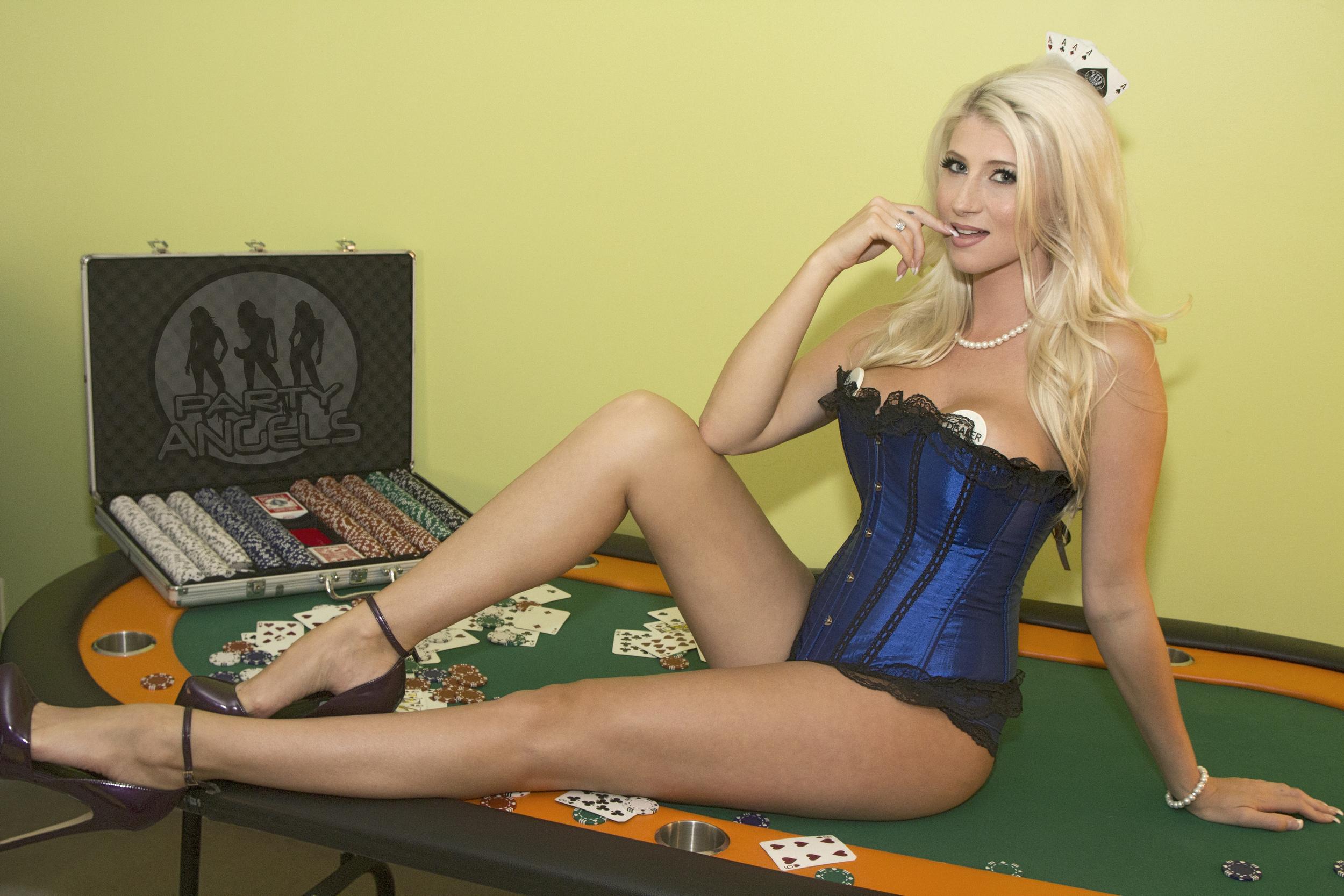 gorgeous_pokergirl.jpg