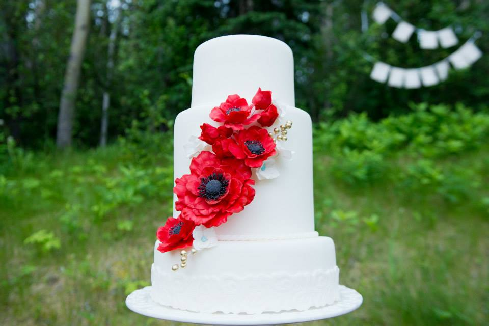 Everything-But-The-Ring-Wedding-Cake-White-Red-Poppies-Bunting-Forest.jpg