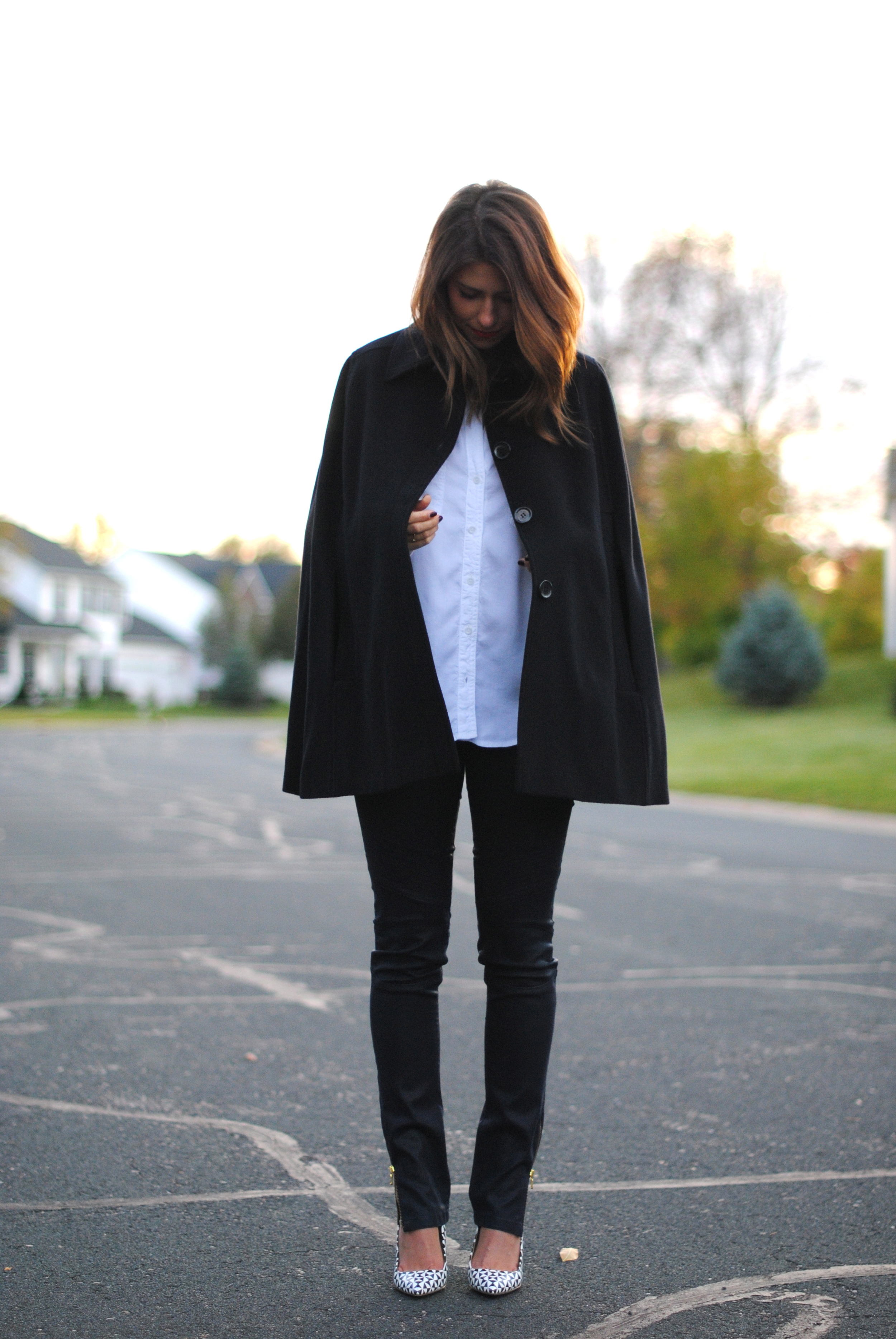 Cape, alternative  here  and  here    White blouse   DL1961 moto jeans, alternative  here    J.Crew pumps