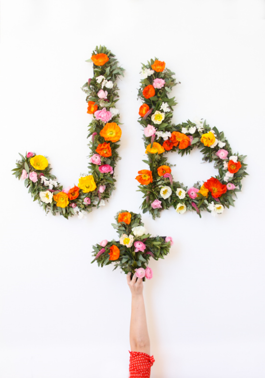 http://www.papernstitchblog.com/2015/02/11/let-it-bloom-giant-floral-typography-wall-art-diy/