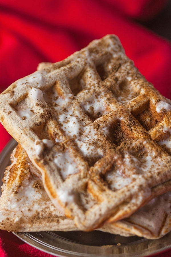 HEALTHY CINNAMON ROLL WAFFLES via the big man's world