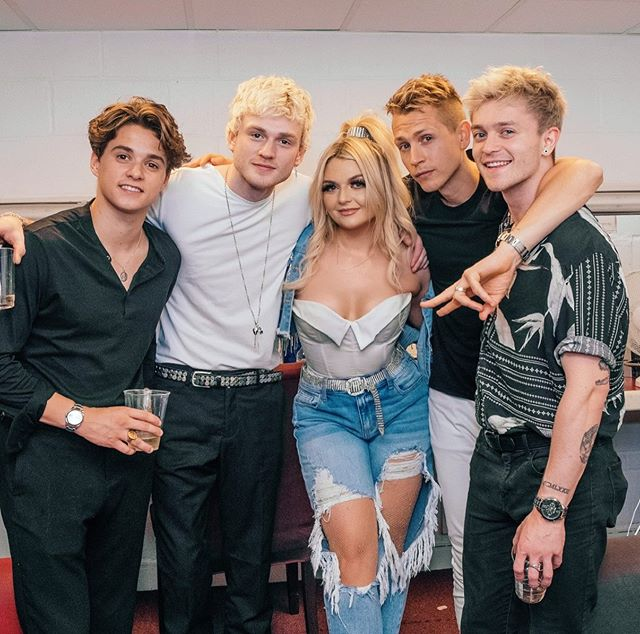 """The biggest THANK YOU to @thevamps for having me on your Four Corners Tour this past month. I had the absolute time of my life and I'm forever grateful. @bradleywillsimpson @thevampstris @jamesmcvey @connorball you guys are the most genuine, humble band I've had the pleasure of knowing - not to mention kick ass musicians 🤘 have the best time on the rest of your run, I'll be """"Missing You"""" no doubt. See ya later UK 🇬🇧 ❤️😘"""