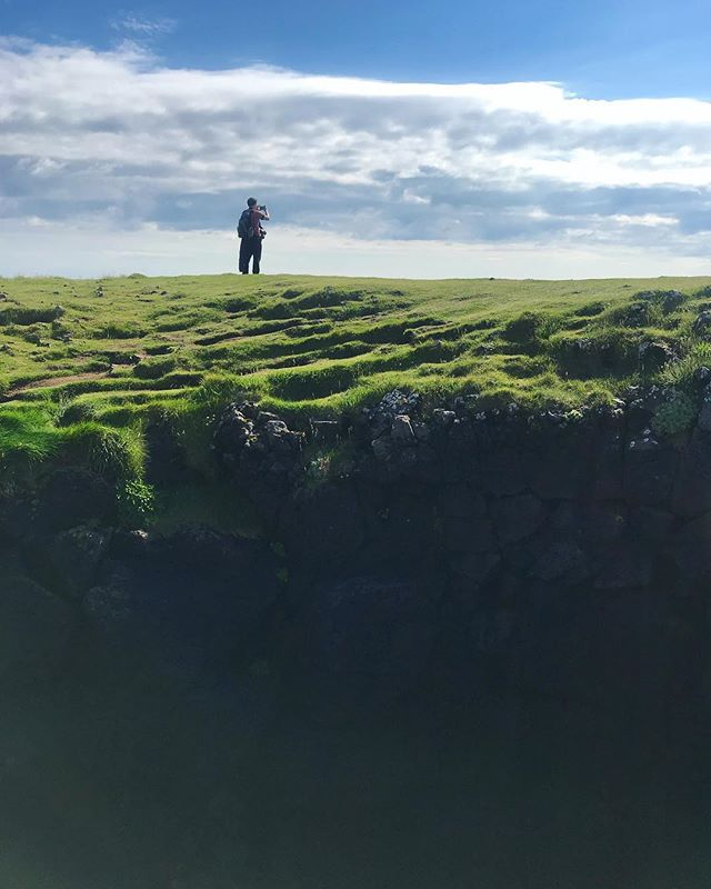 I am seriously missing #iceland and all that green, mossy goodness 😭😭😭 Btw, applications are open for the 2019 @lightgreyartlab residency if anyone's interested in the most incredible experience.