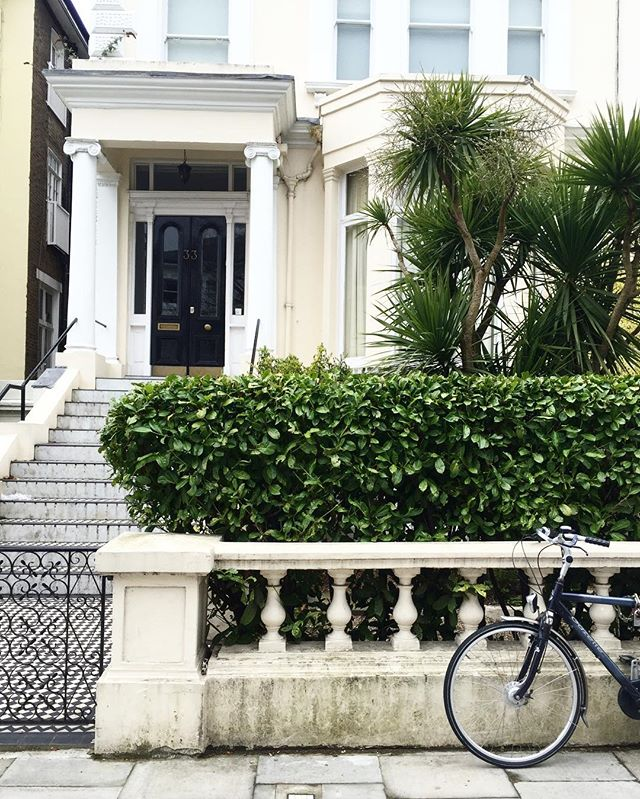 One of the things I love about my new neighbourhood is the beautiful architecture and lush gardens. London is very alluring... #london #architecture #bike #england #uk #village #baywindow #georgian