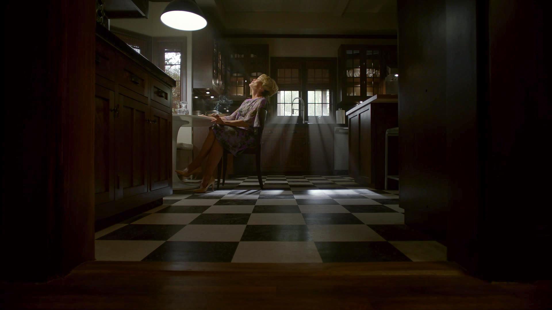 American_Horror_Story_S08E06_kissthemgooodbye_net_1250-LRCC.jpg