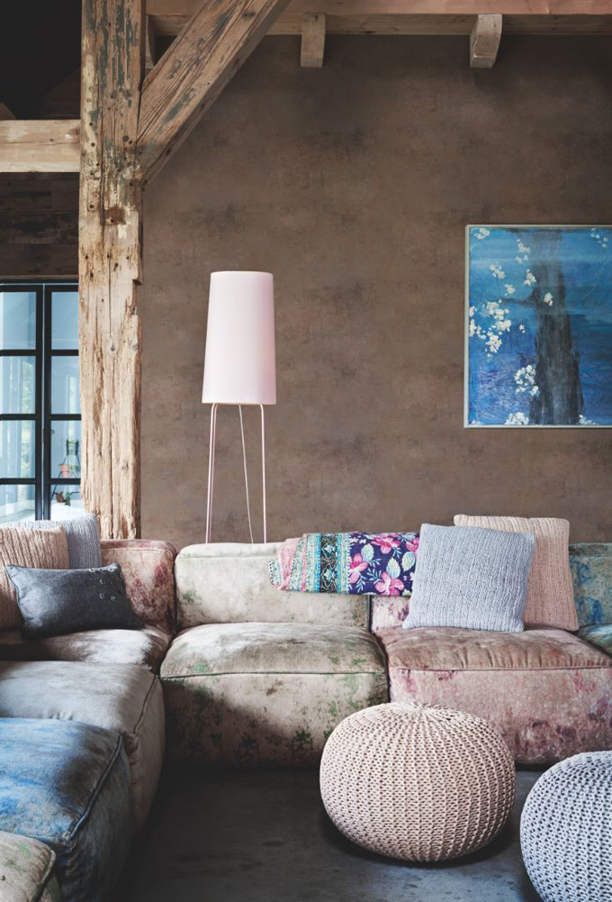 Found this comfy living room on  House of Turquoise
