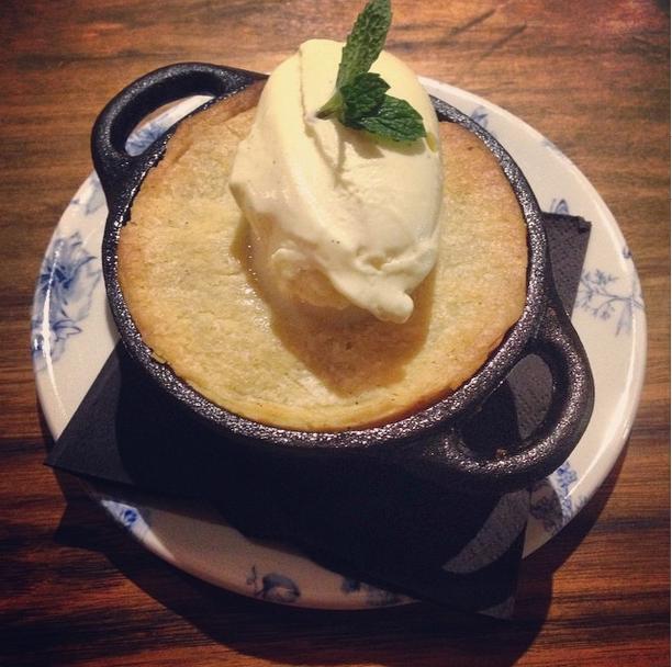 Apple pie and vegan vanilla icecream