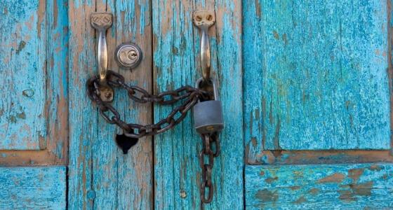 560px_blue_door.jpg