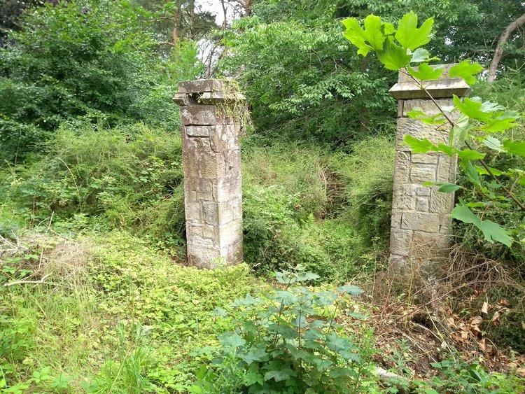 Gate posts, Harmeny gardens