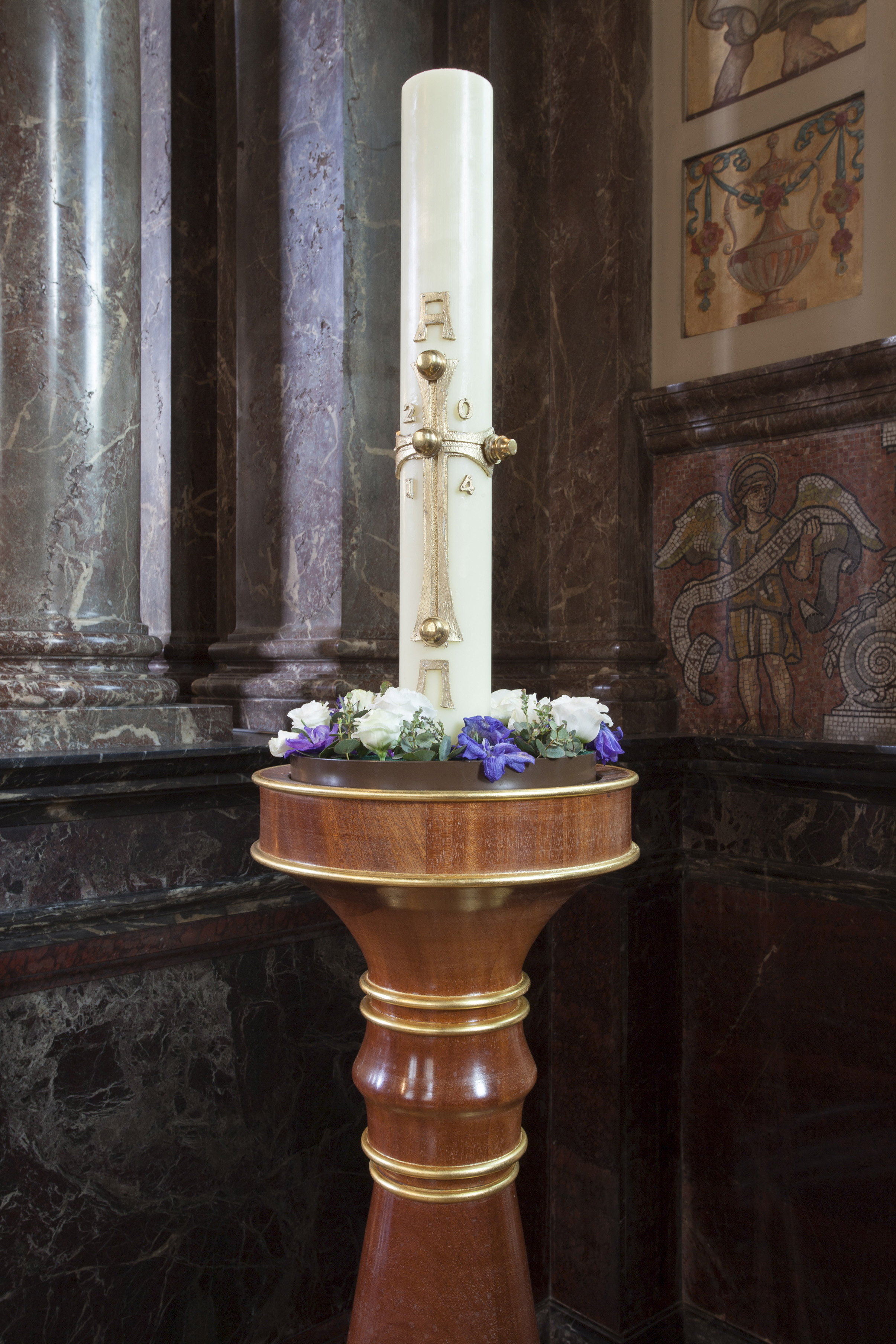 Detail of top of candlestand