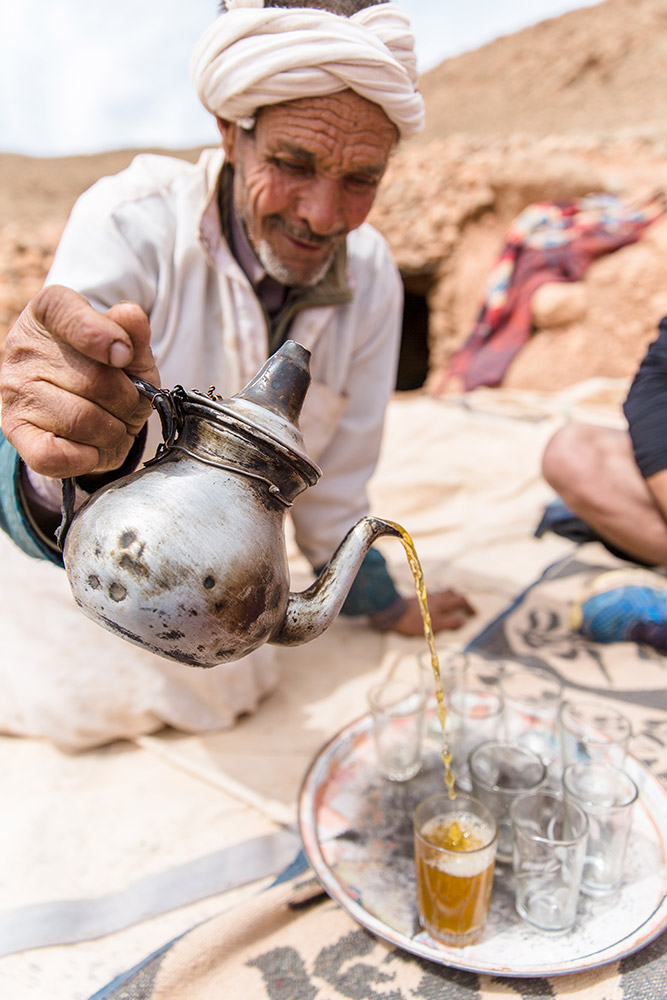 Intrepid-Travel-MOROCCO_TODRA_local_tea_pour.jpg