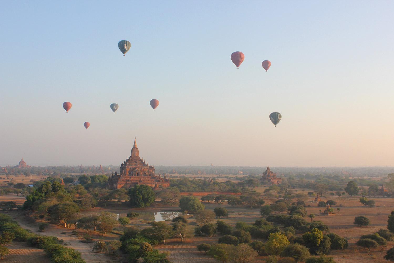 Intrepid-Travel-myanmar_burma_bagan_hot-air-balloons_temples.jpg