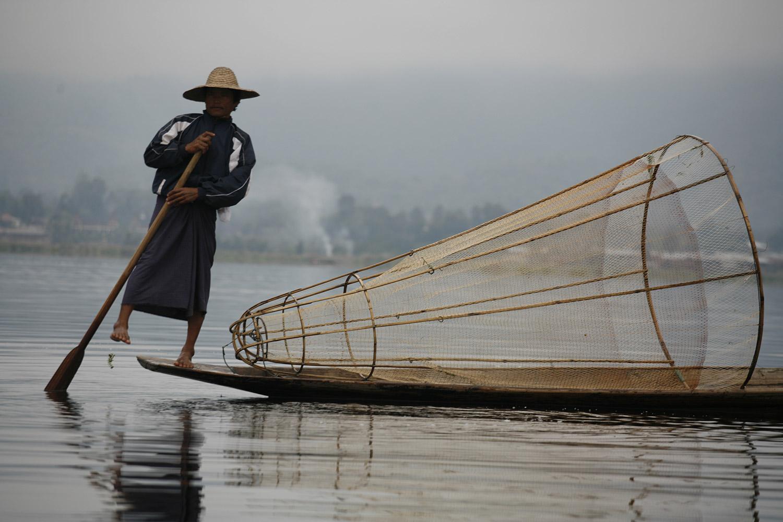 Peregrine-Adventures-myanmar_inle-lake_local-fisherman-boat.jpg