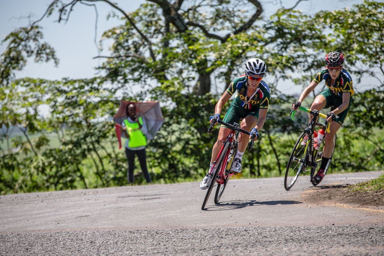 It was Ashleigh Moolman-Pasio (left) and Lise Olivier (right) who fought it out for the win in the Elite Women's Road Race with the former claiming the gold medal on day five of the 2015 Confederation of African Cycling African Road Championships on Friday © craigdutton.com