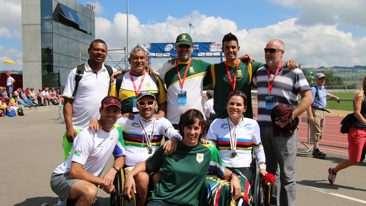 World Champions Pieter du Preez and Justine Asher surrounded by members of their team in Nottwil ©Illse du Preez
