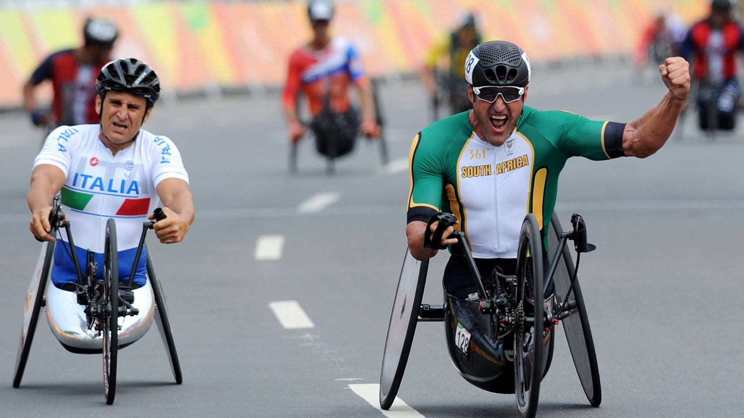 South African Paralympic legend, Ernst van Dyk, celebrated the ultimate victory when he claimed his second Paralympic gold medal of his illustrious career during the Men's H5 hand cycling race at the 2016 Rio Paralympic Games in Brazil last week . © Jean-Baptiste Benavent /    uci.ch